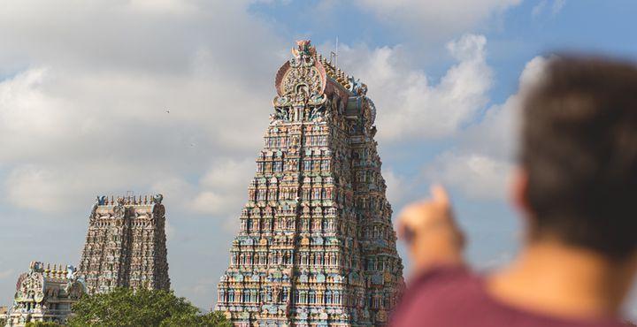 Das Besondere am berühmten Sri Meenakshi Tempel? Schon von weitem sieht man die bunt geschmückten Türme des im dravidischen Stil erbauten Hindutempels. Bild: Marko Roth Productions
