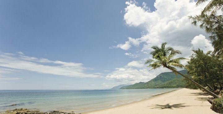 Nach den Wanderungen im Outback empfehlen wir Ihnen einen Zwischenstopp in Cairns und Port Douglas. Enstpannen Sie am Strand und genießen Sie das warme Klima.