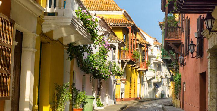 Karibikfeeling pur! Bestaunen Sie bei einem Spaziergang durch die Straßen Cartagenas die koloniale Pracht.