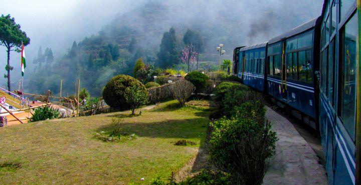 Selbstverständlich darf eine Fahrt mit dem Toy Train zum bekanntesten Kloster von Darjeeling nicht fehlen.
