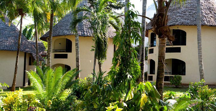 Die charmante Severin Sea Lodge liegt direkt am Indischen Ozean, eingebettet in einem tropischen Palmengarten.