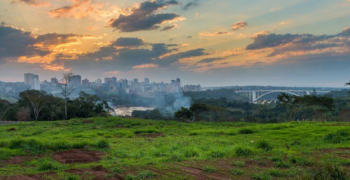 Ciudad del Este liegt im Grenzgebiet zu Brasilien und Argentinien und ein perfektes Tor zu den Iguazu Fällen.