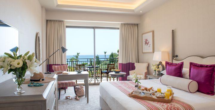 Die Deluxe Zimmer sind komfortabel und hell eingerichtet.