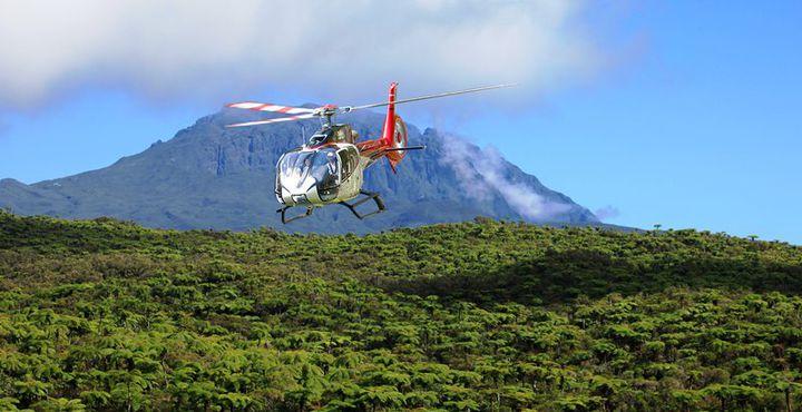 Ein einzigartiges Highlight: Erleben Sie einen Helikopterrundflug über die Insel.
