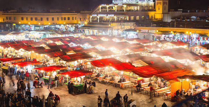 Was wäre Marrakesch ohne den Djemaa El Fna? Nirgendwo erleben Sie die Kultur so intensiv wie auf diesem Markt. Bild: Marko Roth Productions