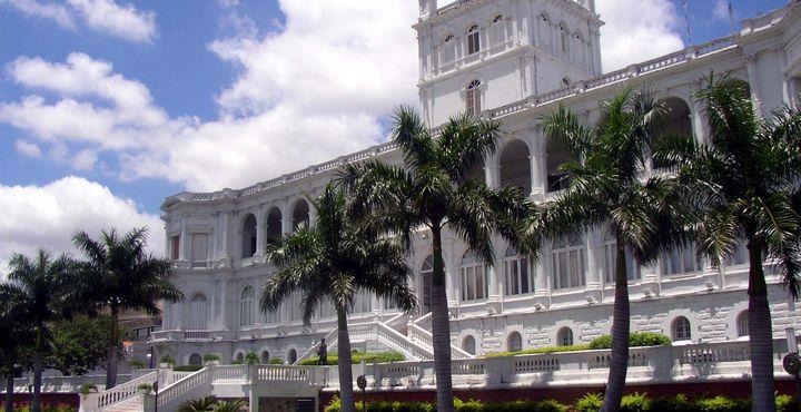 Das imposante Regierungsgebäude der Haupstadt.