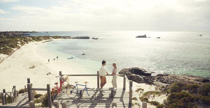 Aber auch die Strände sind einen Besuch wert - hier zu sehen der Pinky Beach auf Rottnest Island. Bild: Tourism Australia