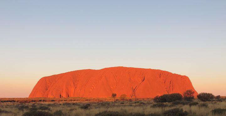 """Von Melbourne aus starten Sie in Richtung Outback, zum roten Zentrum, dem Ayers Rock oder wie die Aborigines sagen """"Uluru""""."""