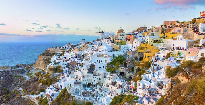 An der Nordküste Santorinis liegt der wundervolle Ort Oia.