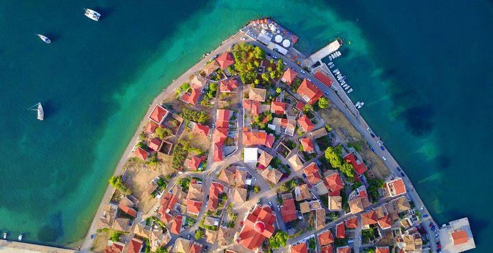 Die Kleinstadt Galaxidi liegt in der Gemeinde Delfi in Mittelgriechenland und befindet sich in einer Bucht.