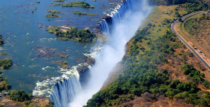 Die weltberühmten Viktoria-Wasserfälle sind ein absolutes Muss während Ihres Aufenthalts in Simbabwe.