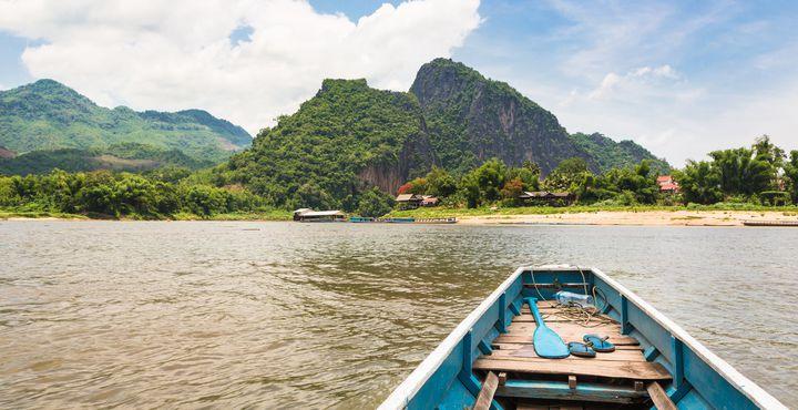 Freuen Sie sich auf eine Bootsfahrt entlang des Mekong zu den Pak Ou Höhlen.