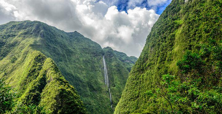 Erleben Sie das unverwechselbare Panorama der Vulkaninsel La Réunion während Ihrer Mietwagenrundreise.