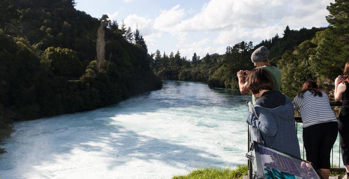 Am Rade des Sees können Sie zu den Huka Falls wandern. Bild: Tourism New Zealand