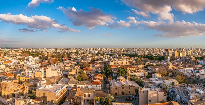 Ihr erstes Ziel ist die Inselhauptstadt Nikosia, die auch als die einzige geteilte Stadt der Welt bekannt ist.
