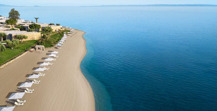 Zu den Füßen des All-Inclusive-Resorts liegt der 450 Meter lange Privatstrand.
