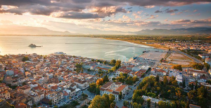 """Auf dem Peleponnes liegt die erstaunliche Hafenstadt """"Nafplio"""" am Argolischen Golf."""