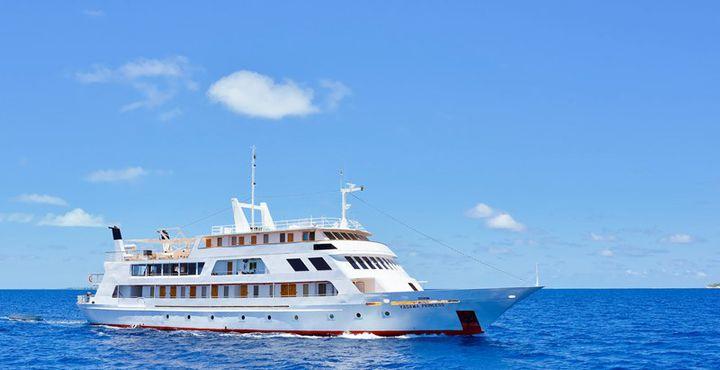 In den seichten Gewässern bringt Sie die MY Yasawa Princess zu den schönsten Orten der Malediven.