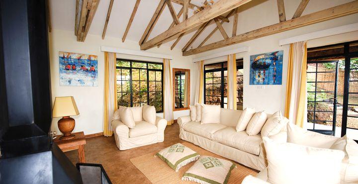Jedes Zimmer verfügt über einen Wohn- und Schlafbereich, Badezimmer und eigenem Kamin.