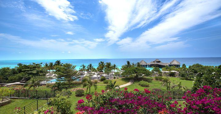 Gönnen Sie sich eine Auszeit im Paradies. Dieses Luxus-Resort ist der ideale Rückzugsort für Honeymooner und Paare.