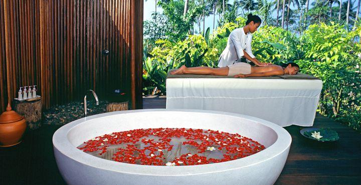 Im Spa-Bereich können Sie bei wohltuenden Massagen entspannen.